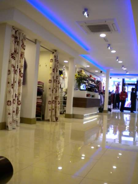 Boutique-Changing-Rooms-Ceiling-and-Floor